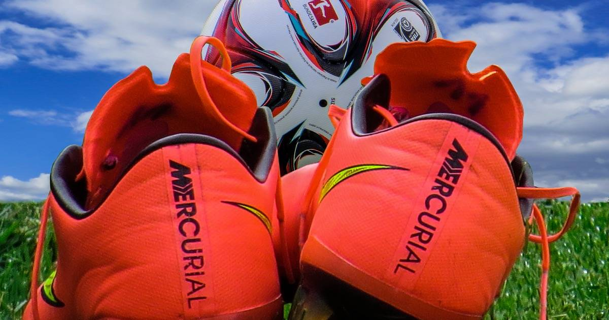 Hỗ trợ mua giày thể thao chính hãng Adidas, Nike, Puma... từ Mỹ, Anh, Úc